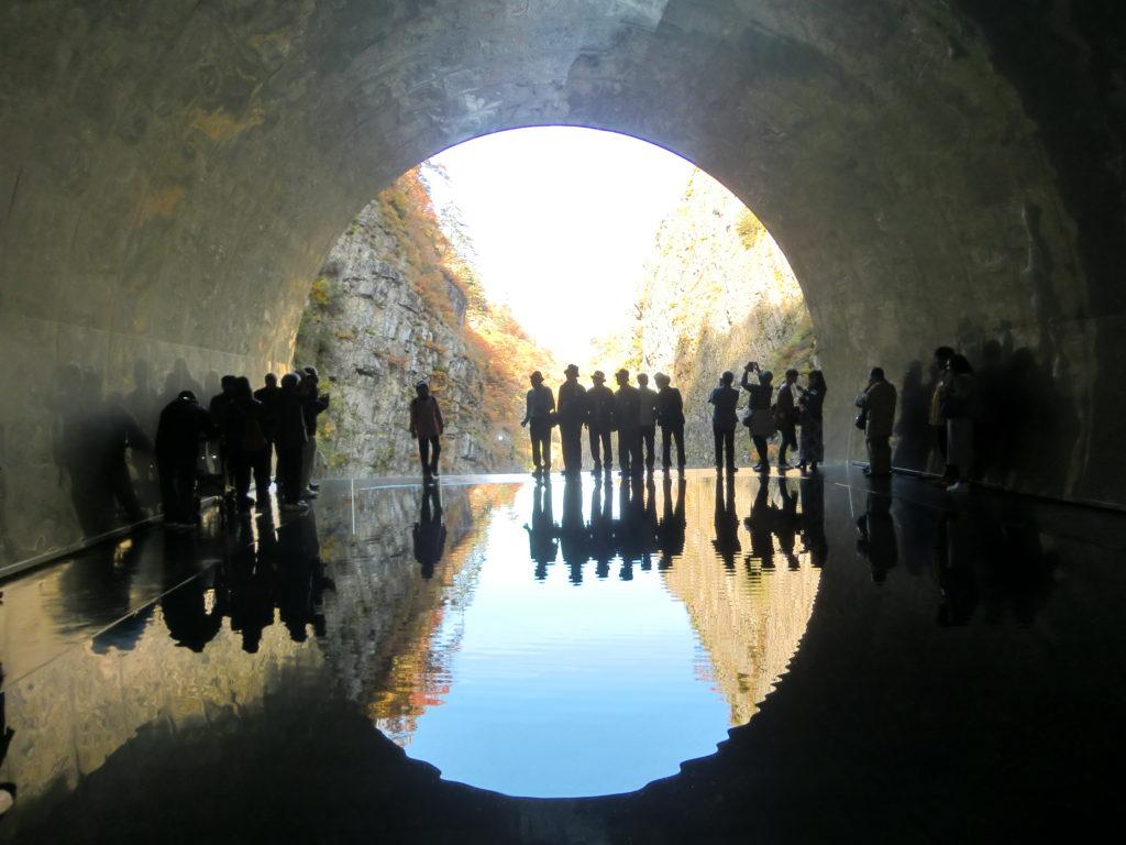 清津峡渓谷トンネルと海鮮丼 紅葉が素敵な日帰りバスツアー